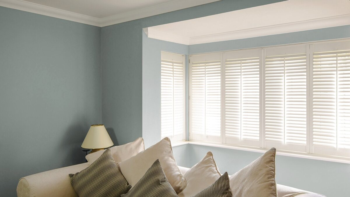 plantation shutter for bay window